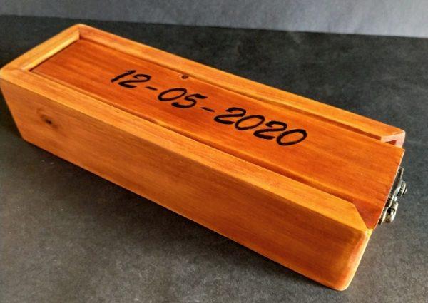 plumier sencillo personalizado de madera reciclada de palet