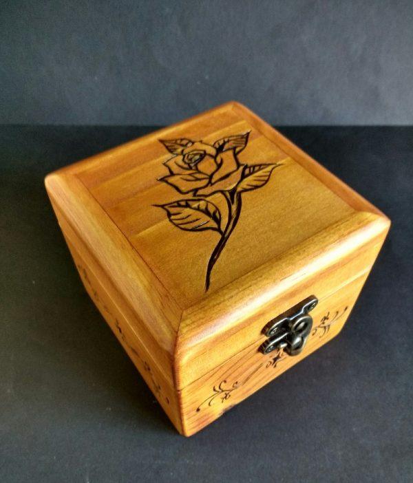 caja de madera reciclada de palet