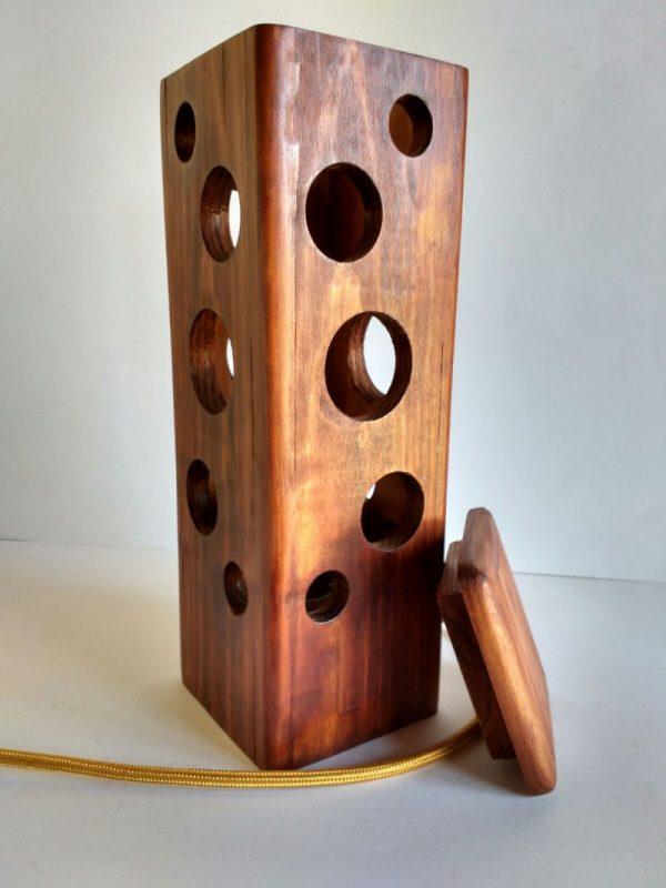 Lámpara agujeros madera reciclada palet