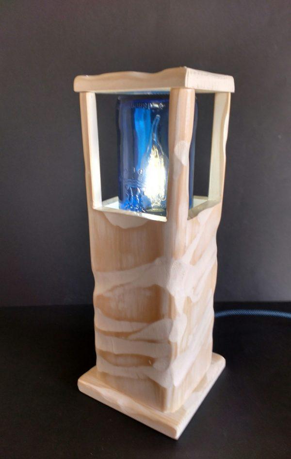Lámpara blanca de madera reciclada de palet