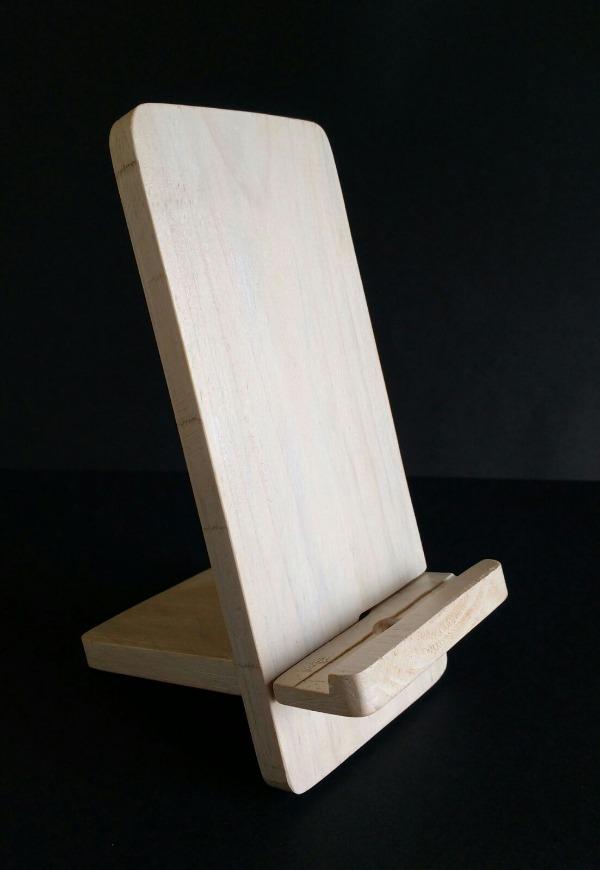 soporte blanco de madera reciclada de palet