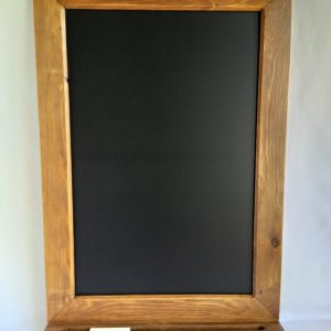 pizarra con marco de madera reciclada